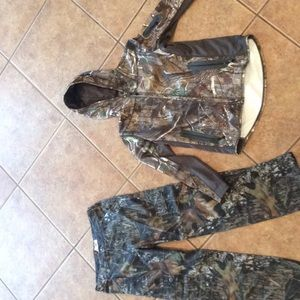 Women's hunting pants and jacket, size medium